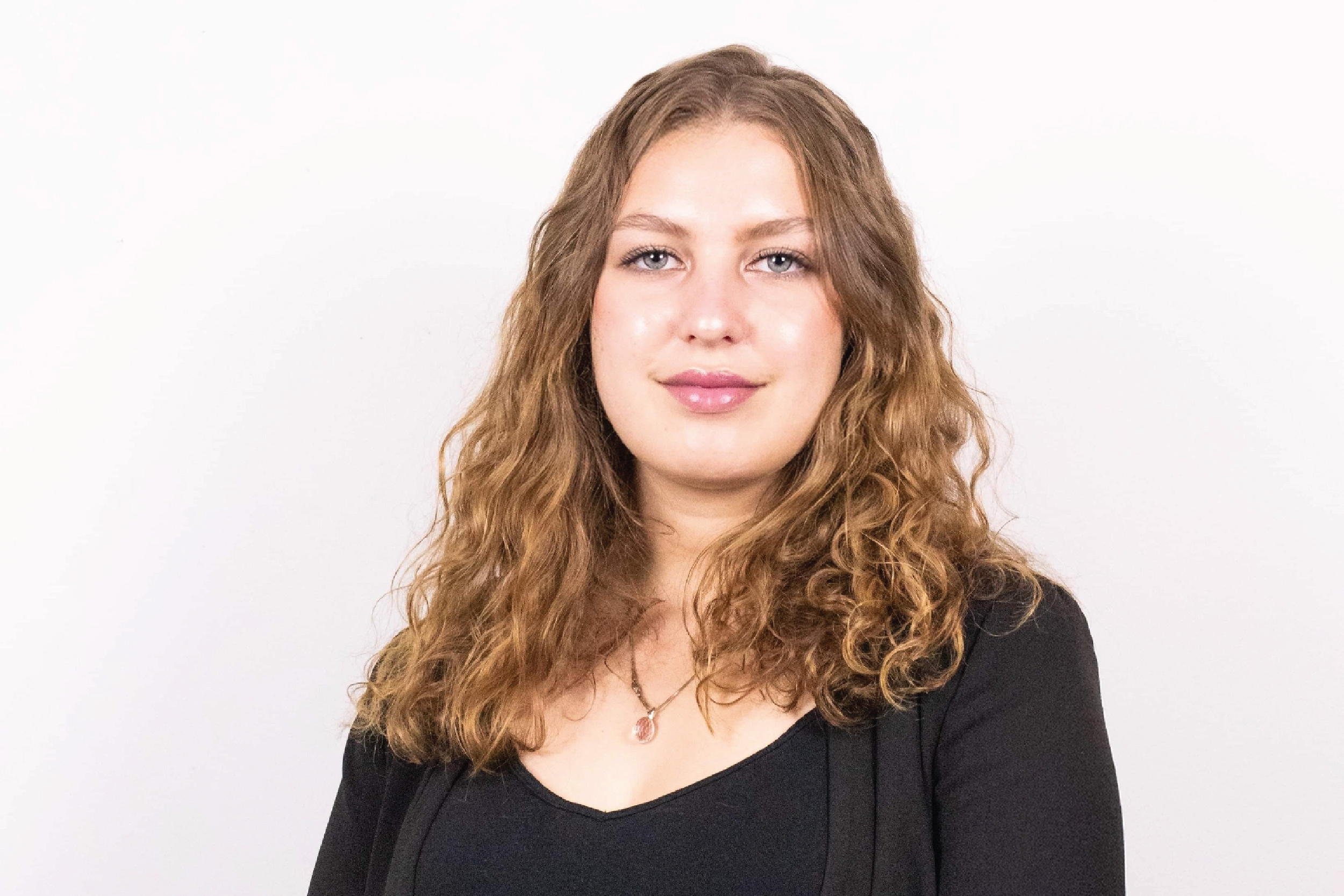 Sara Cholmsky headshot